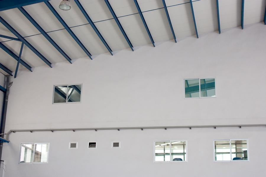 Detalle interior naves industriales en Polígono La Estrella